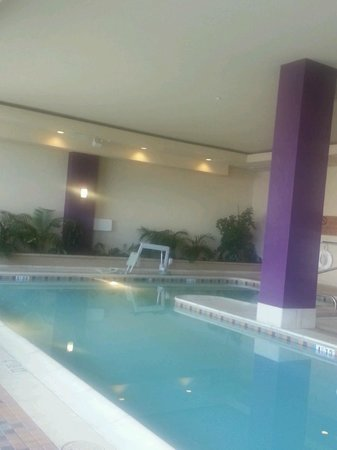 Embassy Suites by Hilton Albuquerque - Hotel & Spa: Indoor Swimming pool