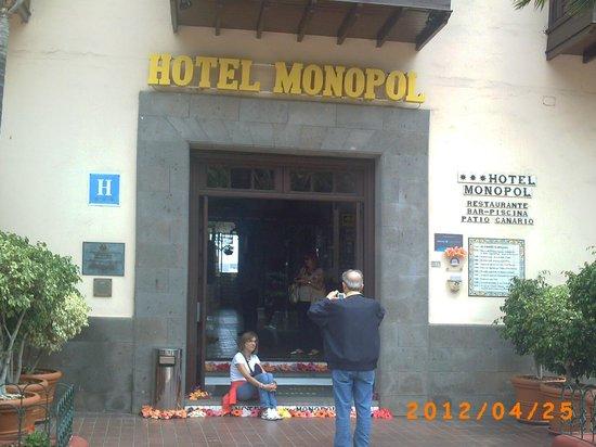 Hotel Monopol : Puerta de entrada