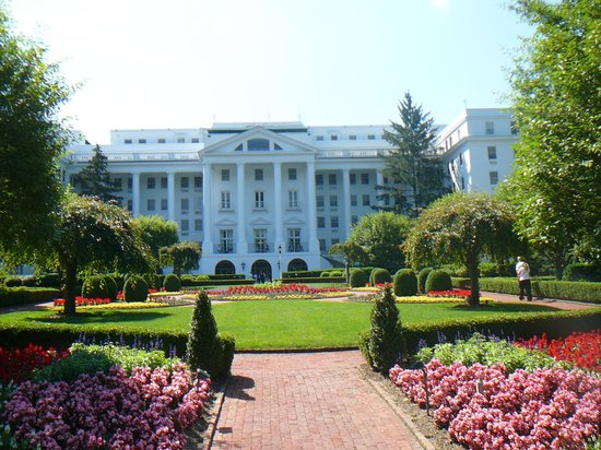 Greenbrier Government Relocation Facility : Greenbriar hotel which the bunker is part of