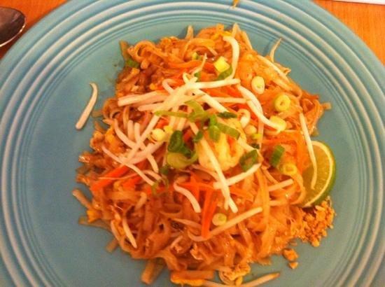 Sweet Basil Thai: shrimp pad Thai