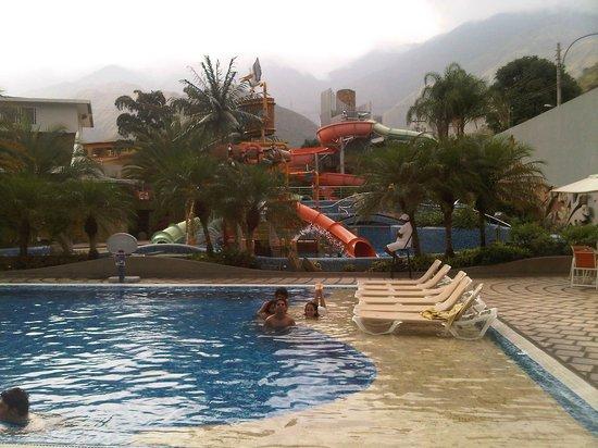 Pipo International Hotel : Piscina