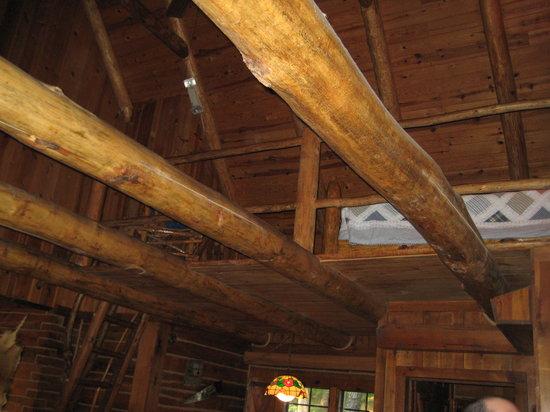 Tanyard Springs Cabins : Woodsman cabin: loft
