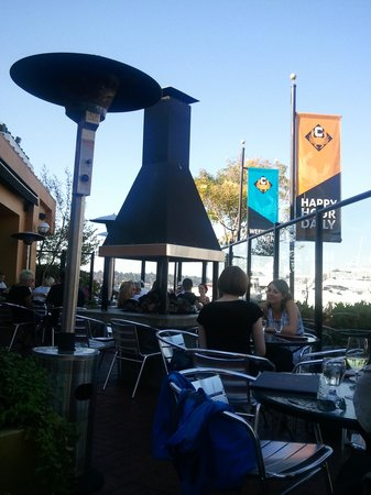 Chandler's Crabhouse: Outdoor seating