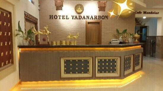 Hotel Yadanarbon: Reception
