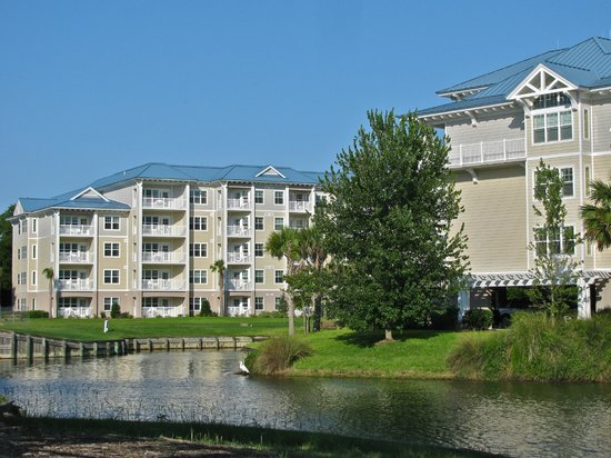 Bluewater Resort and Marina: Back view of the units at bluewater