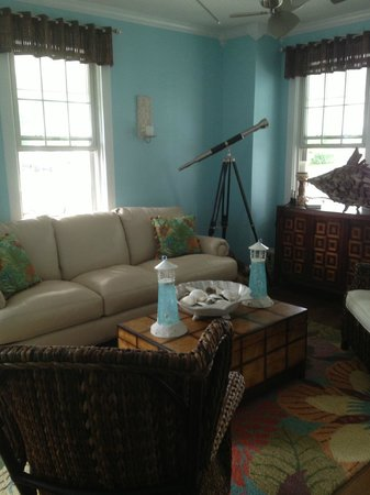 Saltwater Inn: Living Room