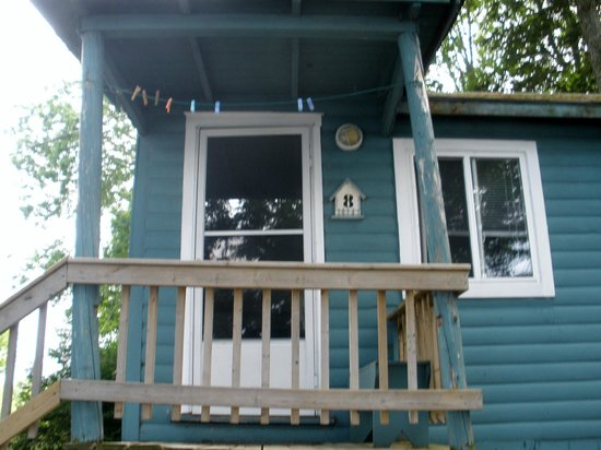 Black Lake Cabins: Front of Cabin #8