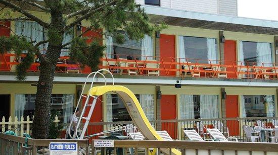 Beach Colony Resort Motel : Random pool slide shot