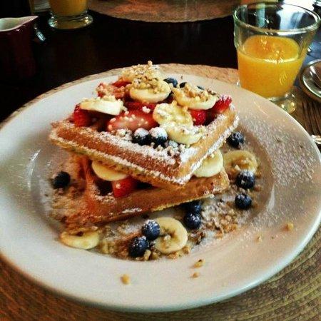 Fordham House: Day1 Breakfast - Belgian Waffles
