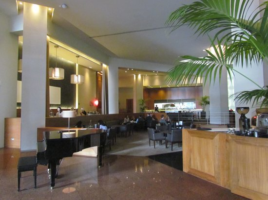 Stamford Plaza Auckland: Nicely appointed public spaces - Lobby