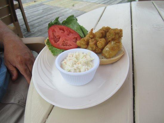 Coinjock Marina and Restaurant: Oyster Sandwich