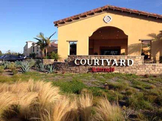 Courtyard Santa Barbara Goleta : Entrance