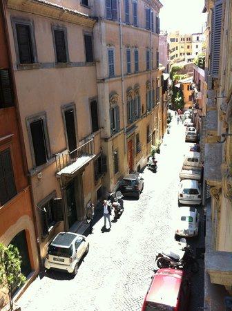 Casa Il Rosario: quaint street out front