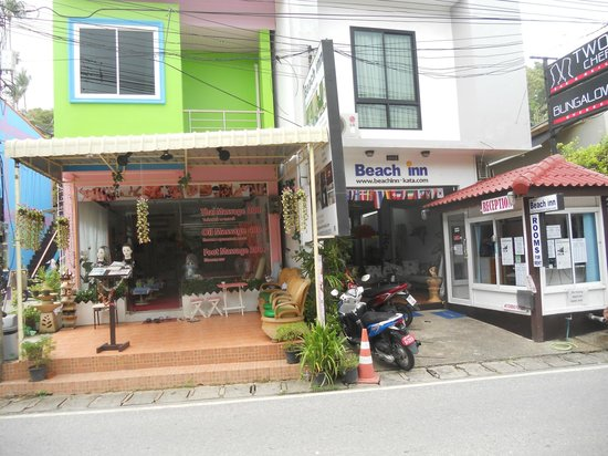Kata Beachwalk Hotel and Bungalows : Reception with Massage next door