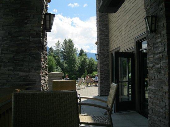 The Living Room : Outside