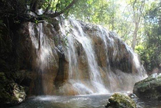 Hot Springs : 奥の滝。こっちがオススメです。