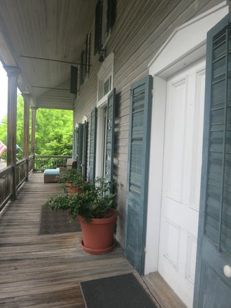 Cypress House Hotel : Key West: Cozy, comfy front porch is great for people-watching or enjoying a good book