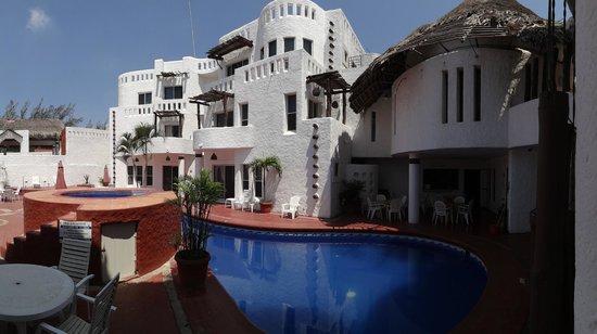 Ciudad Madero, Μεξικό: Some rooms, pool/ Algunas villas, cuartos