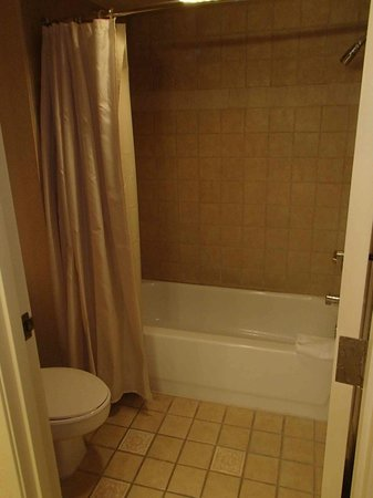 Sunset Station Hotel and Casino: Tub/Shower