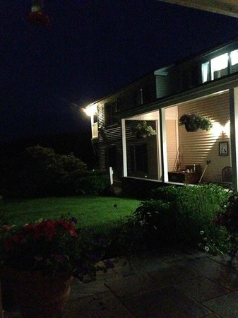 Cooper Hill Inn : porch