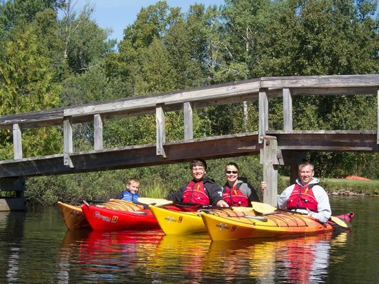 North Shore Expeditions -Day Kayaking Tours : Family kayak trips in Grand Marais