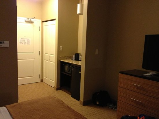 Best Western Plus College Park Hotel : Closet, Half Refrigerator, microwave, & coffee pot