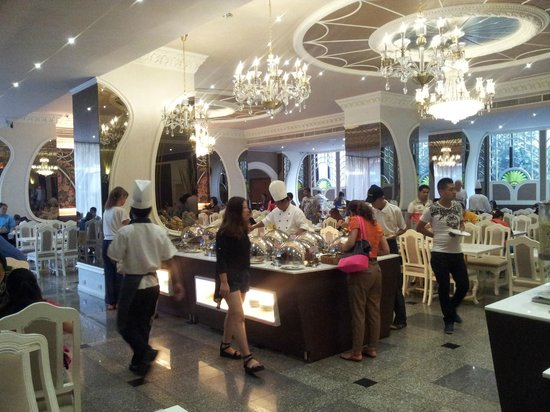 Royal Benja Hotel: Essensschlachtspuren?