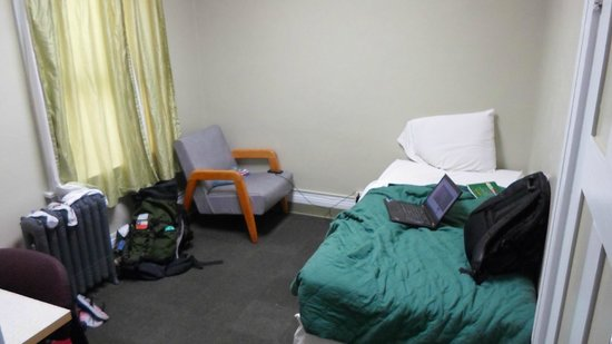 Berkeley YMCA: cama e poltrona