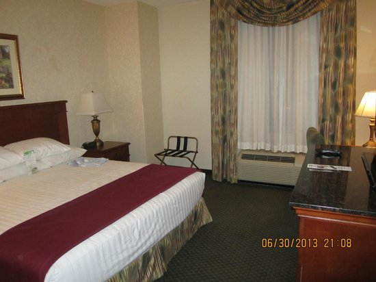 Drury Inn & Suites Meridian: the room