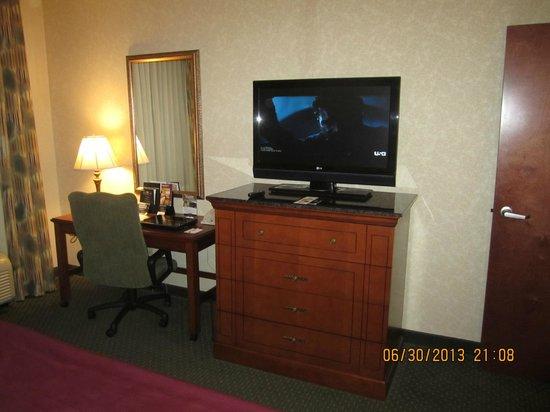 Drury Inn & Suites Meridian : desk