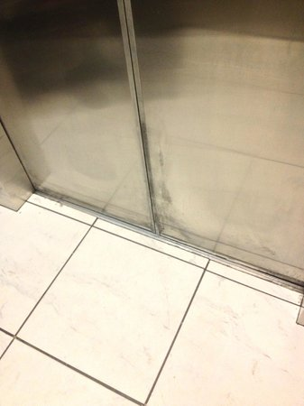 Howard Johnson Atlanta Airport: Puertas del ascensor