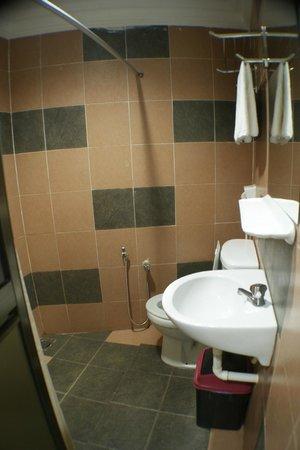 DJ Citi Point Hotel: Bathroom