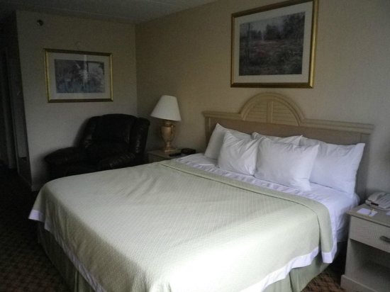 Days Inn Miami International Airport: Nice bed