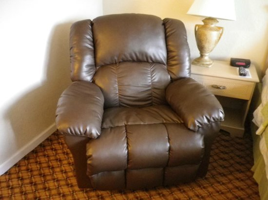 Days Inn Miami International Airport: Cushy Chair