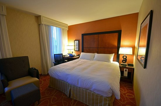Quebec City Marriott Downtown: King bed room