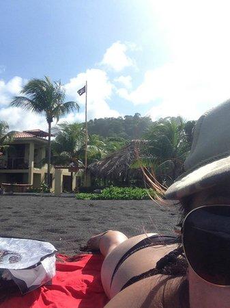 Sandpiper Hotel: The Sandpiper Inn from the beach