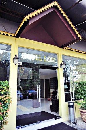 Seri Ratu Hotel & Spa: Door Enterance