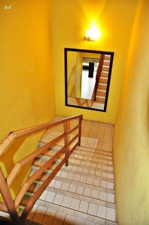 Seri Ratu Hotel & Spa: staircase to reception area