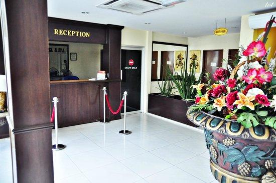 Seri Ratu Hotel & Spa: The reception area