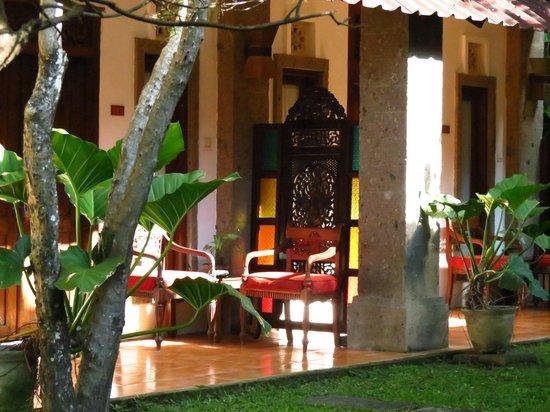 Puri Maharani Boutique Hotel & Spa: Chambre coté jardin avec terrasse privative
