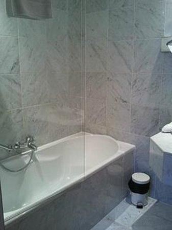 Best Western Residence Cour Saint Georges: Bathroom