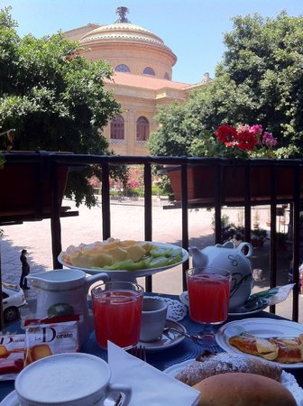 Massimo Plaza Hotel: colazione con vista teatro Massimo