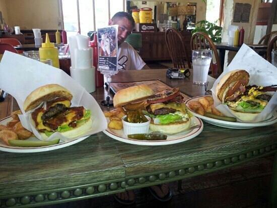 Gordie's Hamburger: nom nom nom