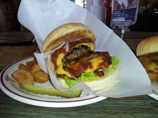 Gordie's Hamburger: double chilli cheese