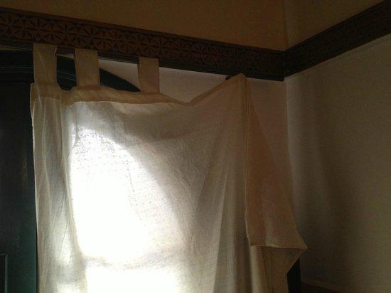 Riad Dar Alfarah: le rideau de notre chambre