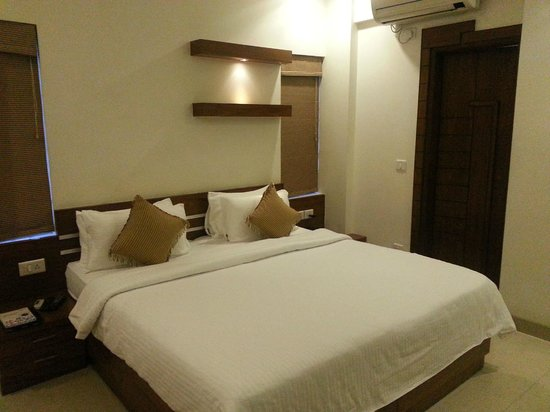 Krishinton Suites: Spongy bed will give a good relaxed sleep.