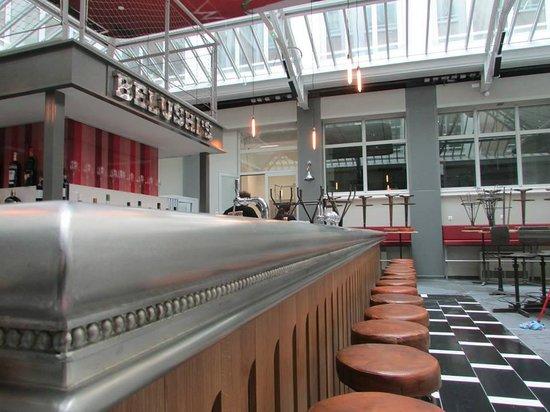 St Christopher's Gare du Nord Paris: Belushi's Bar