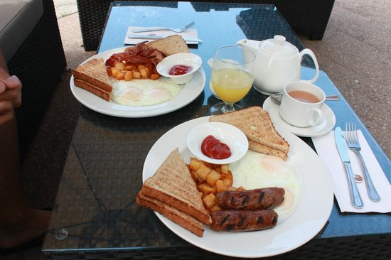 Executive Suites Hotel Burnaby: Breakfast