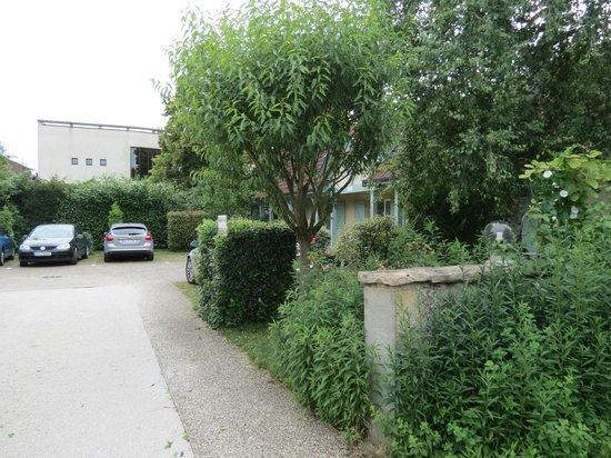Hostellerie de Bretonniere: Côté jardin