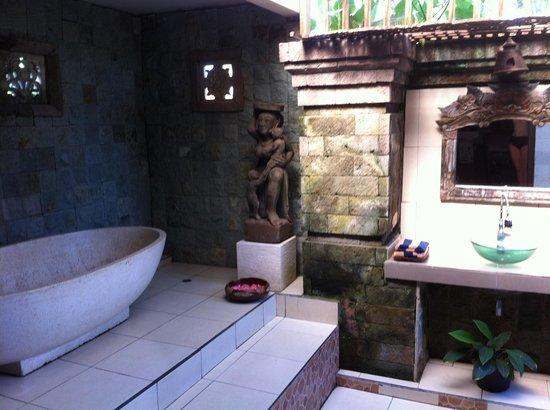 Doccia in pietra   foto di wibawa spa, ubud   tripadvisor